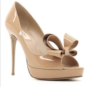 Valentino Garavani bow patent leather pumps heels